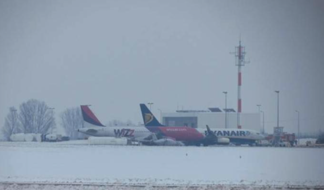 Kolejne samoloty komercyjne na Lotnisku Lublin. 18.12.2012 rok. Zdjęcie LAC