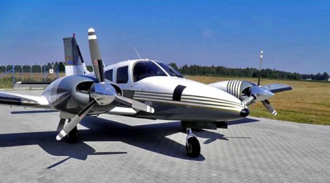 PA-34 Seneca II rejestracja SP-KMS ze śmigłami trójłopatowymi. Mielec 2010r.