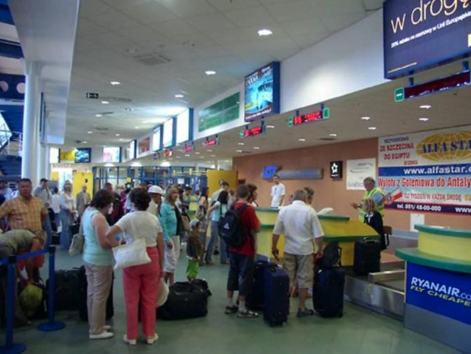Terminal – odloty. 2009 rok. Zdjęcie LAC