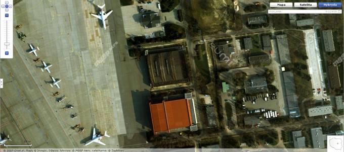 Wojskowa część Lotniska Okęcie. Na zdjęciu widoczne samoloty; 1 M-28 Bryza, 3 Jak-40, 2 Tu-154 M oraz śmigłowce. 2008r.