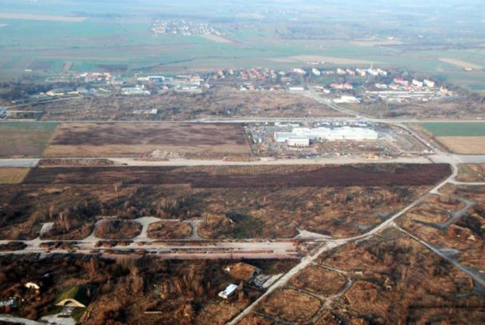 Lotnisko Brzeg. 2008 rok. Zdjęcie LAC