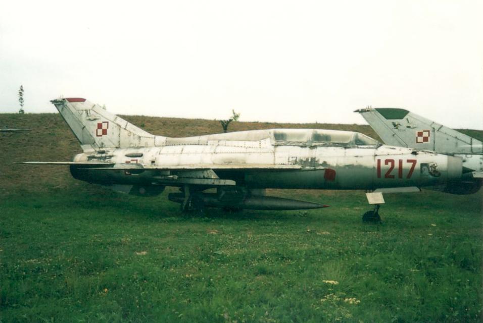 MiG-21 U nb 1217. Czyżyny 2002. Zdjęcie Karol Placha Hetman