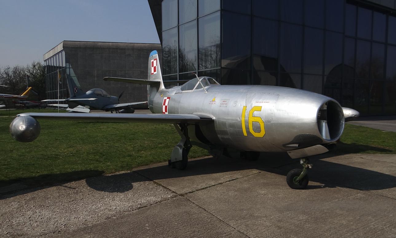 Ten sam samolot, Jak-23 nb 16 w Muzeum Lotnictwa Polskiego Czyżyny. 2019 rok. Zdjęcie Karol Placha Hetman