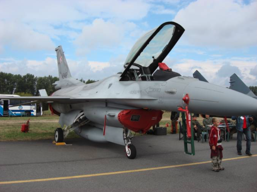 Jastrząb F-16 C nb 4048 w Radomiu. 1.09.2007 rok. Zdjęcie Karol Placha Hetman