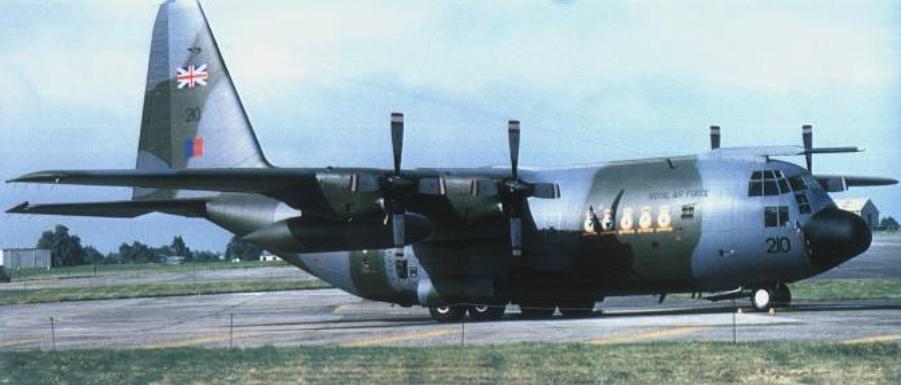 C-130 K na lotnisku. 2000 rok. Zdjęcie LAC
