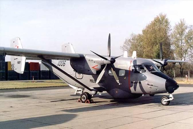 M-28 Bryza 1R nb 1006 nr AJG 001-04 pierwszy z serii 7 maszyn patrolowych przekazanych MW. Silniki PZL-10 S i śmigła Hartzell. 2000r.