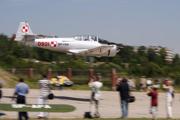 TS-8 Bies nb 0921 rej SP-YSS. Jeden z kilku odrestaurowanych. Kosiak podczas Małopolskiego Pikniku Lotniczego w 2005r.