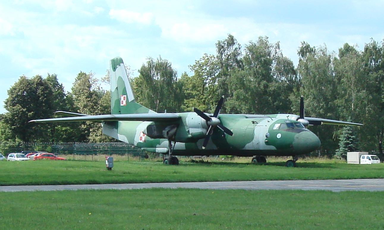 An-26 nb 1508. Czyżyny 2009. Photo by Karol Placha Hetman