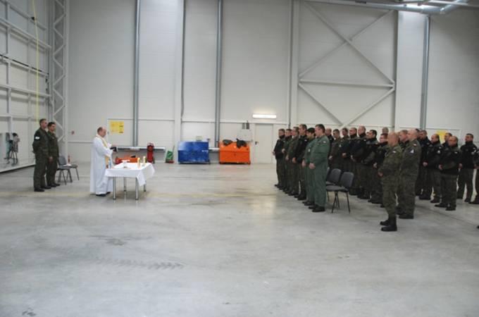 Msza Święta w hangarze. Litwa 3.06.2012r.