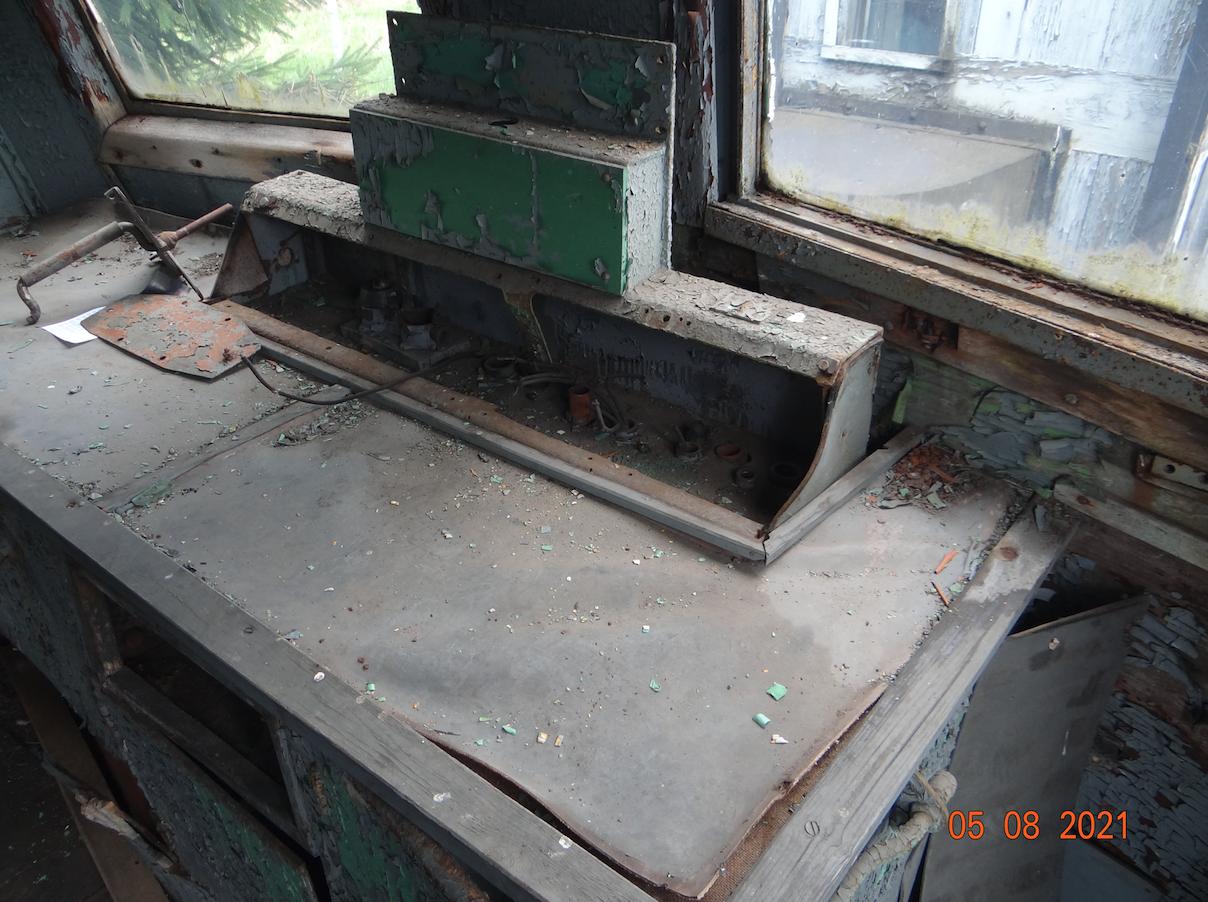 EP02-07. Zdemontowany pulpit sterowniczy. 2021 rok. Zdjęcie Karol Placha Hetman