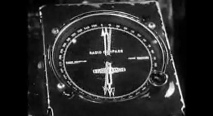 Wskaźnik LFB na pokładzie Lockheed Constellation po minięciu radiolatarni. W tym momencie pilot przestawiał system na następną radiolatarnię. Jeśli następna radiolatarnia była na tym samym kursie to w połowie odległości między radiolatarniami sama przestawiała się na kolejną.