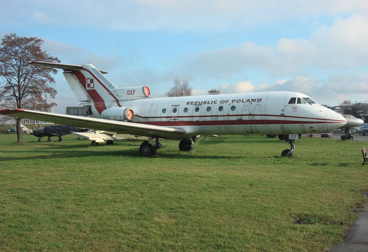 Jak-40 nr 9510238 nb 037. 2009 rok. Zdjęcie Karol Placha Hetman
