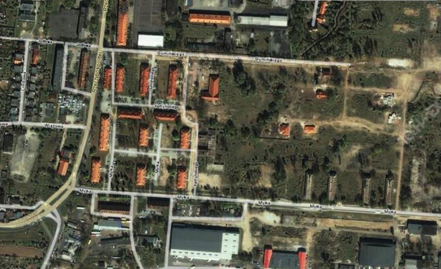 Byłe budynki sztabowo-koszarowe, a obecnie bloki mieszkalne lub ruiny. 2010 rok. Zdjęcie LAC