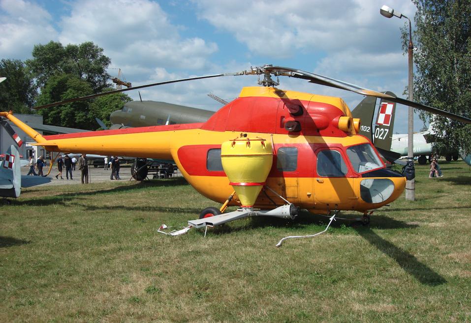 Mi-2 R z instalacją do opylania. 2008 rok. Zdjęcie Karol Placha Hetman