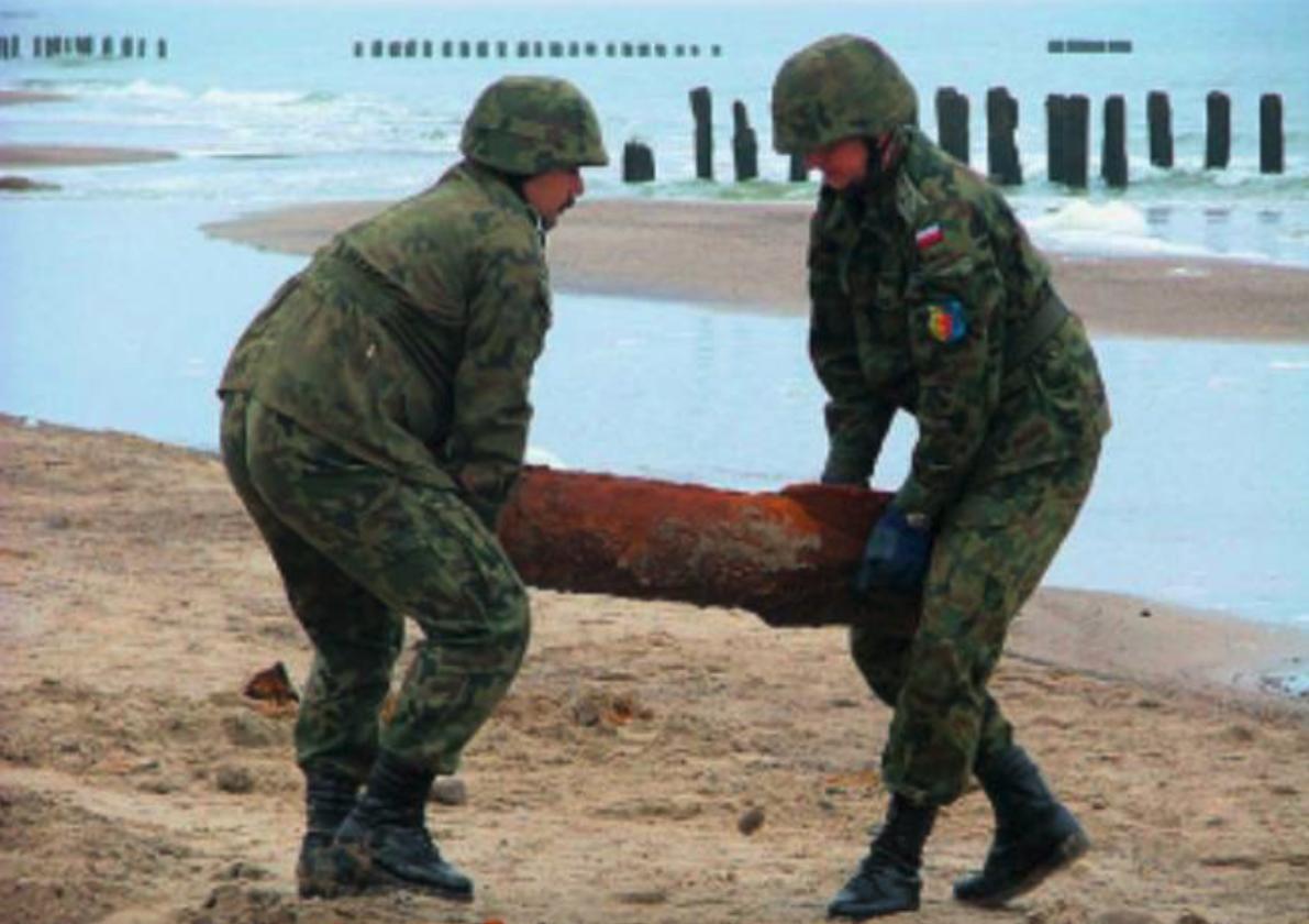 Akcja rozbrajania bomby w grudniu 2004 roku. Zdjęcie LAC