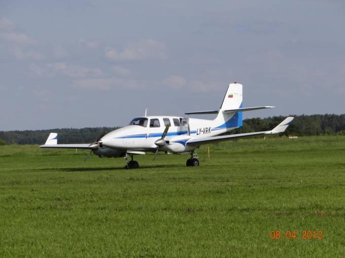 Prototyp litewskiego dyspozycyjnego samolotu na Lotnisku Wilamowo 2012r.