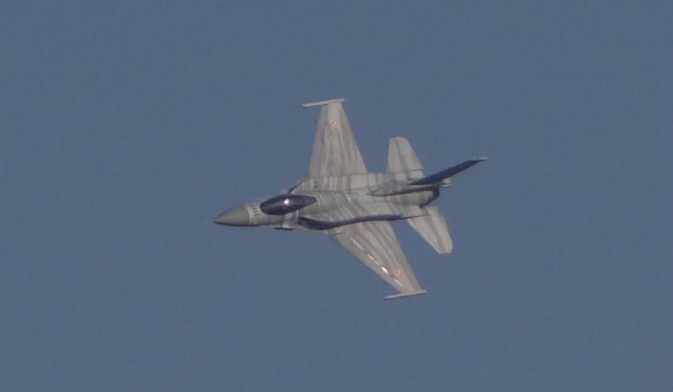 F-16 Jastrząb nb 4052 ze zbiornikami. 2016 rok. Zdjęcie Karol Placha Hetman