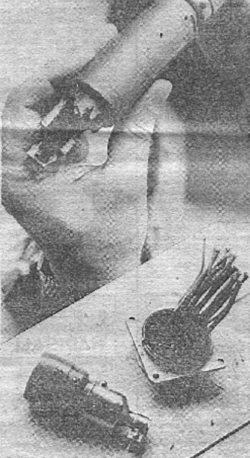 Spalone elektroniczne części samolotu Su-20. 1988 rok. Zdjęcie LAC