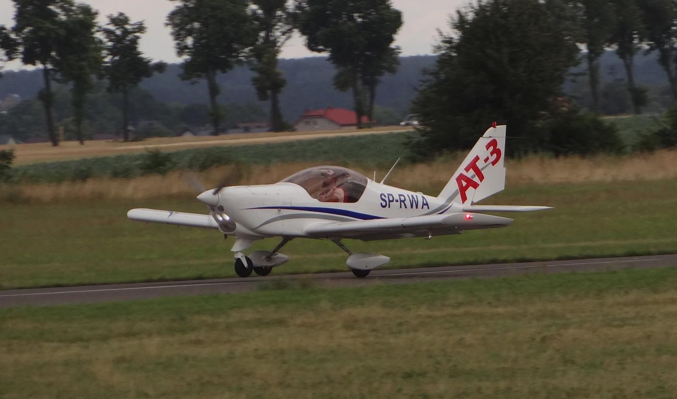 Lotnisko Piotrków Trybunalski. Samolot AT-3 na RWY. 2018 rok. Zdjęcie Karol Placha Hetman
