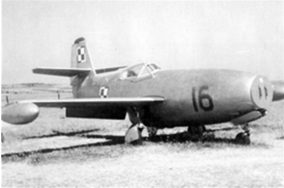 Jak-23 nb 16 na Lotnisku Mierzęcice. Początek 50-tych lat XX wieku. Zdjęcie LAC