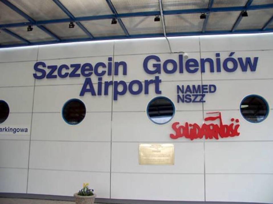 Lotnisko Szczecin-Goleniów. 2009 rok. Zdjęcie LAC