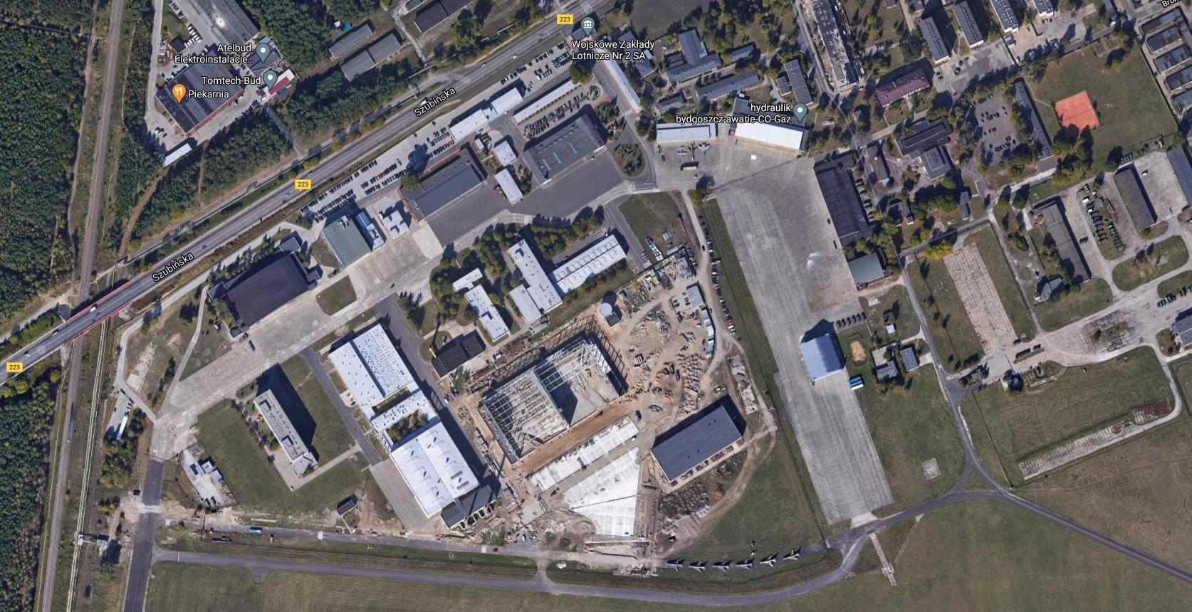 Obiekty lotniczych zakładów remontowych w Bydgoszczy. 2021 rok. Zdjęcie Google