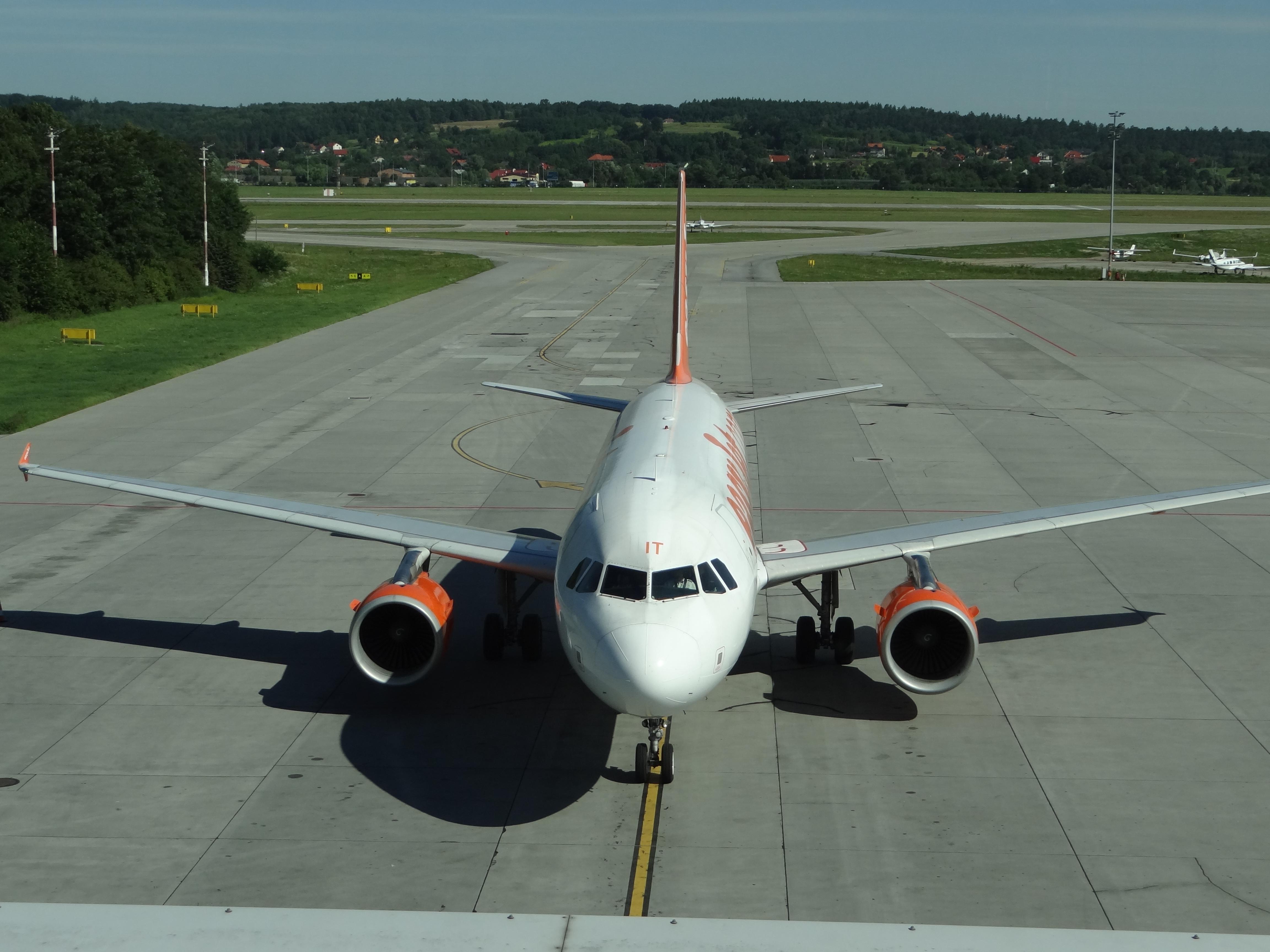 Airbus A 320 G-EZIT. 2012 year. Photo by Karol Placha Hetman