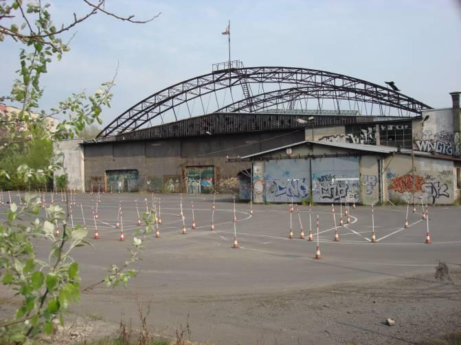 Hangar przy ulicy Stella-Sawickiego. 2009r.