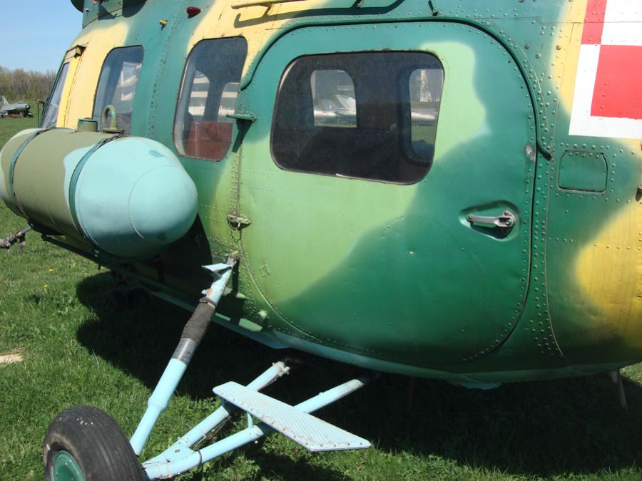 Mi-2 Główne drzwi do ładowni. W wersjach wojskowych czasami były odsuwane do tyłu. 2010 rok. Zdjęcie Karol Placha Hetman