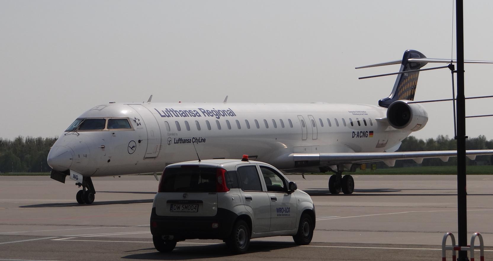 Lotnisko Strachowice. Bombardier CRJ-900LR rejestracja D-ACNG.2018 rok. Zdjęcie Karol Placha Hetman