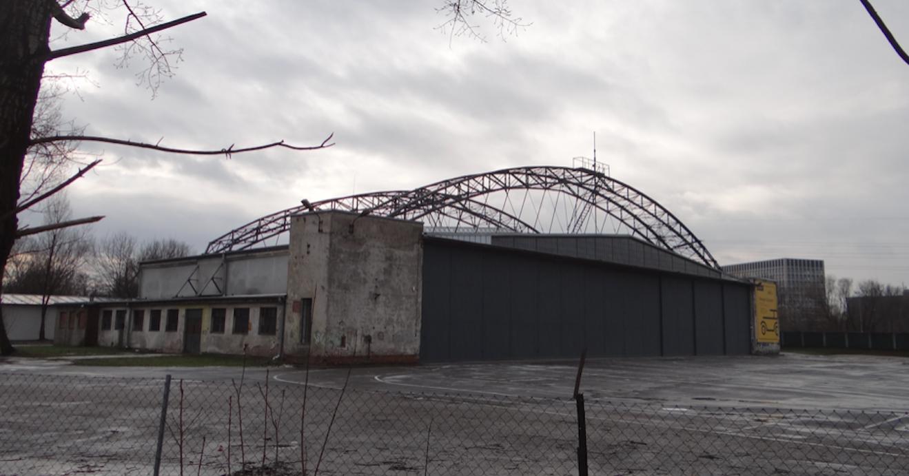 Lotnisko Rakowice - Czyżyny, hangar PLL LOT. 2019 rok. Zdjęcie Karol Placha Hetman