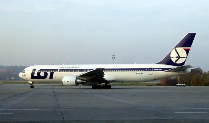 B-767-300 ER rejestracja SP-LPC Poznań. Balice 2004r.
