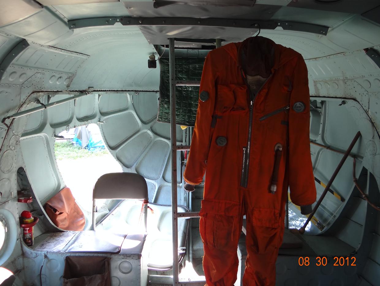 Ładownia śmigłowce Mi-8 T. Kombinezon lotniczy. 2012 rok. Zdjęcie Karol Placha Hetman