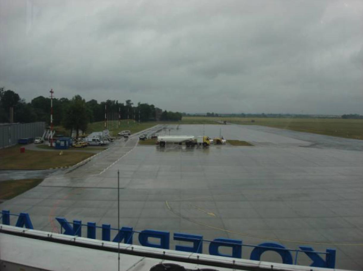 Płyta peronowa przy starym terminalu. 2010 rok. Zdjęcie Karol Placha Hetman