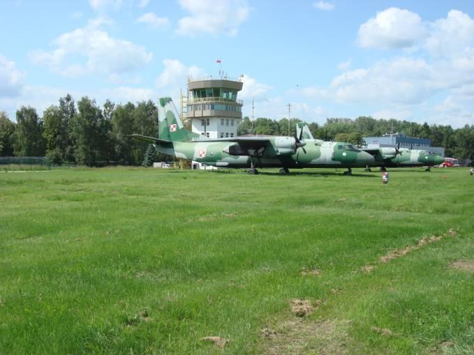 Ostatnie An-26 czekające na nowych użytkowników. Balice 2009r.