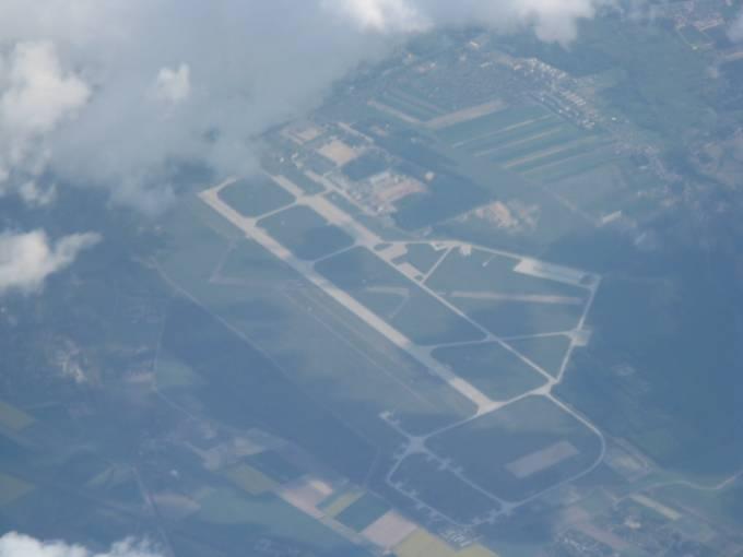 Lotnisko Krzesiny. Widok z samolotu pasażerskiego po starcie z Lotniska Ławica. 2010r.