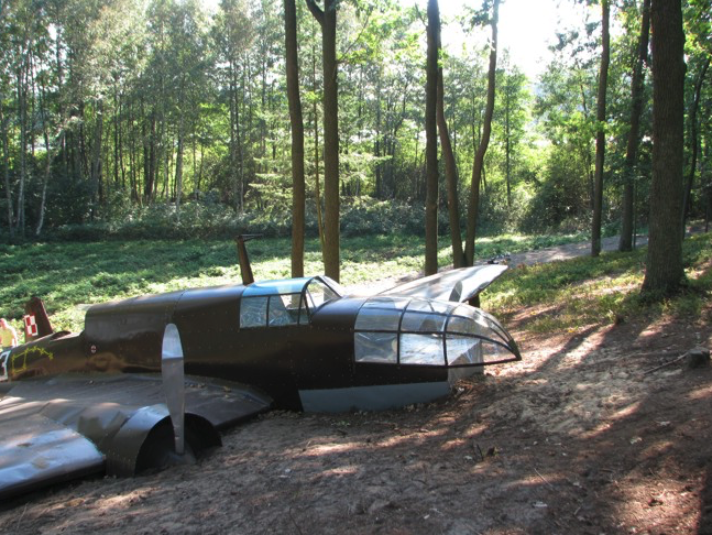 Dłutówek 2009. Replica of the PZL-37 Łoś aircraft. Photo of LAC