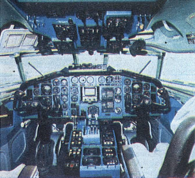 Kabina załogi Tu-154 M. Lotnisko Okęcie 1987 rok. Zdjęcie LAC