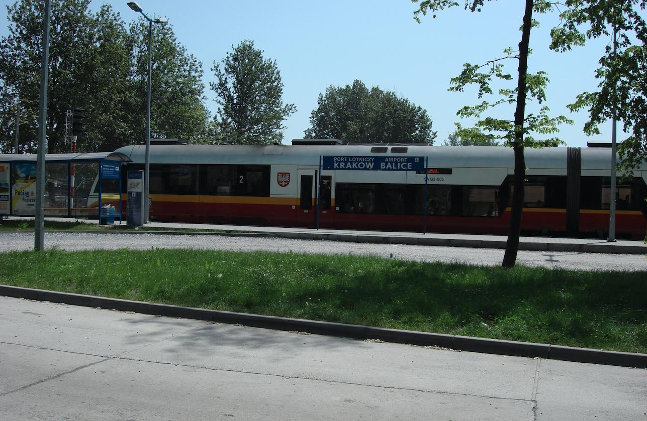 Przystanek kolejowy Kraków Balice i pociąg SA133-005. 2008 rok. Zdjęcie Karol Placha Hetman