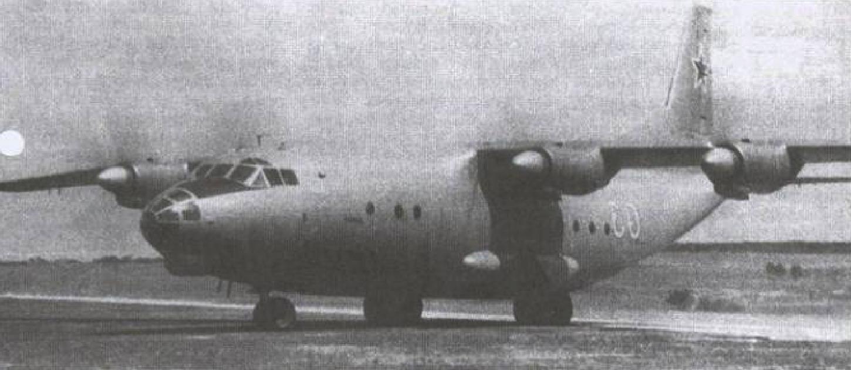 Start An-12 z rzutem lądującym 6 PDPD w dniu 21.10.1965 roku, Lotnisko Powidz. Zdjęcie LAC