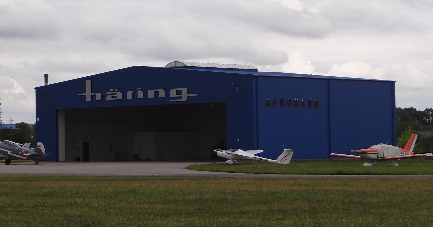 Lotnisko Piotrków Trybunalski. Hangar z 2014 roku. 2018 rok. Zdjęcie Karol Placha Hetman