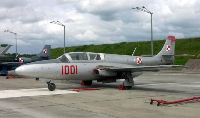 TS-11 nb 1001 w Malborku. Na kadłubie godło Eskadry. 2005r.