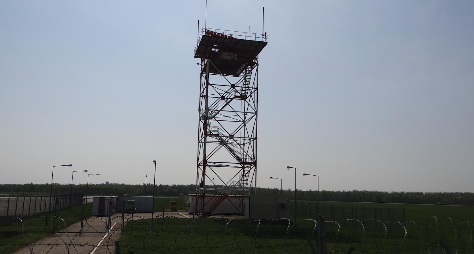 Lotnisko Strachowice. Stacja radiolokacyjna, radar wtórny. 2018 rok. Zdjęcie Karol Placha Hetman