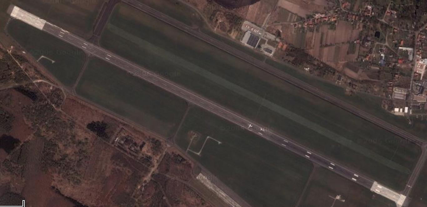 Lotnisko Strachowice. 2007 rok. Zdjęcie google