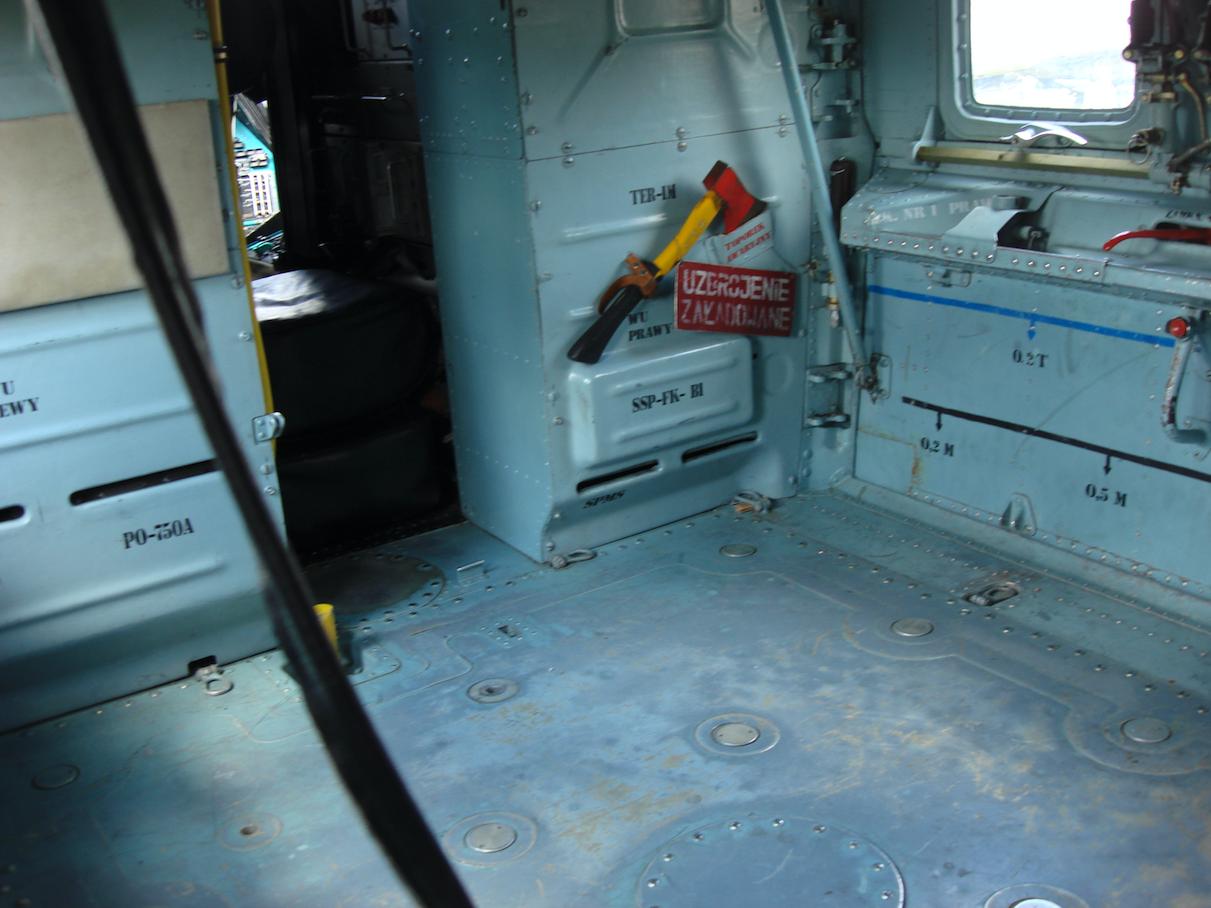 Mil Mi-24. Fragment Ładowni. Widoczne przejście do kokpitu. 2008 rok. Zdjęcie Karol Placha Hetman
