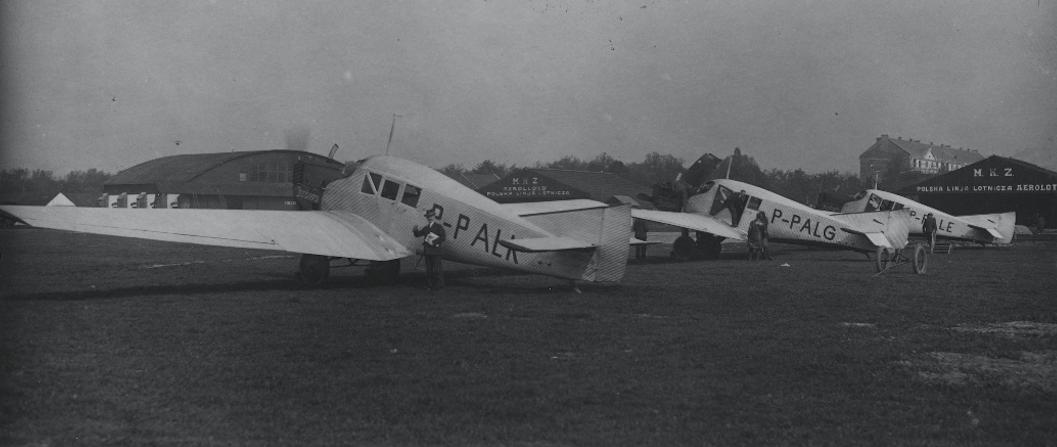 Trzy samoloty Junkers F-13 Polskiego przewoźnika AEROLOT. Pole Mokotowskie. 1928 rok. Zdjęcie Aerolot