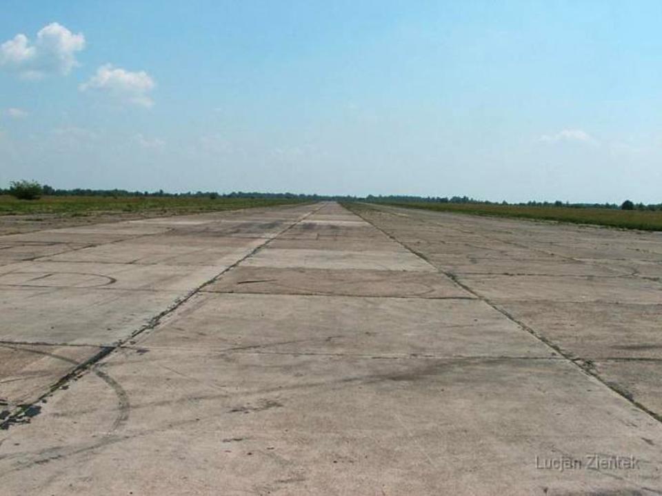 Lotnisko Krzywa, Droga startowa. 2007 rok. www.fortyfikacje.legnica