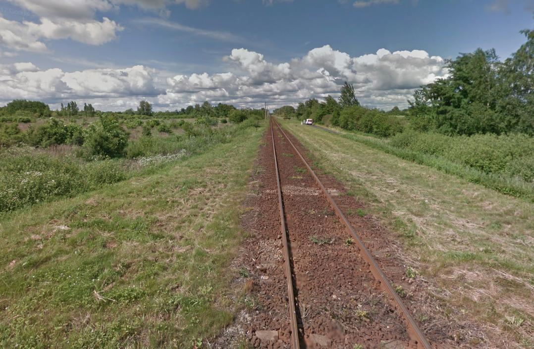 Szlak kolejowy nr 137 na wysokości lotniska Legnica. 2015 rok. Zdjęcie Karol Placha Hetman