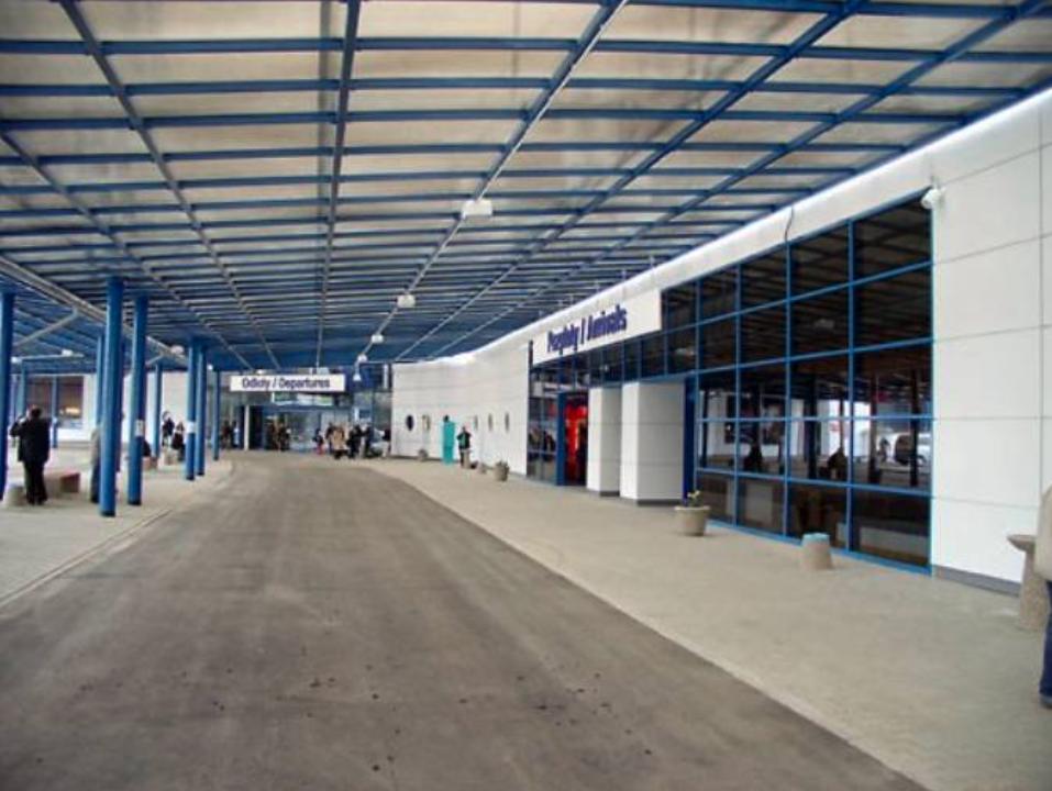 Przed Terminalem. 2009 rok. Zdjęcie LAC