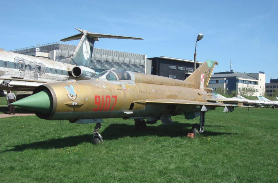 Gold MiG-21 MF nb 9107. Czyżyny 2008. Photo by Karol Placha Hetman